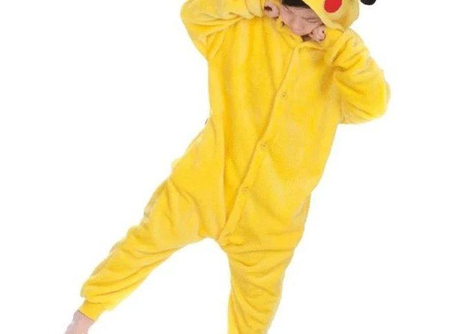 combinaison pyjama pikachu