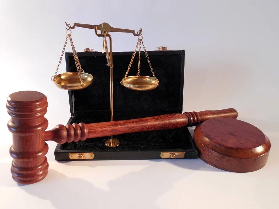 Parce qu'étudier le droit, c'est bien plus que lire des livres, apprendre des concepts et prononcer des mots difficiles. Ce sont quelques raisons d'étudier le droit