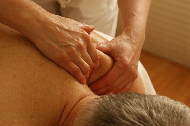 massage naturiste pour diminuer les courbatures
