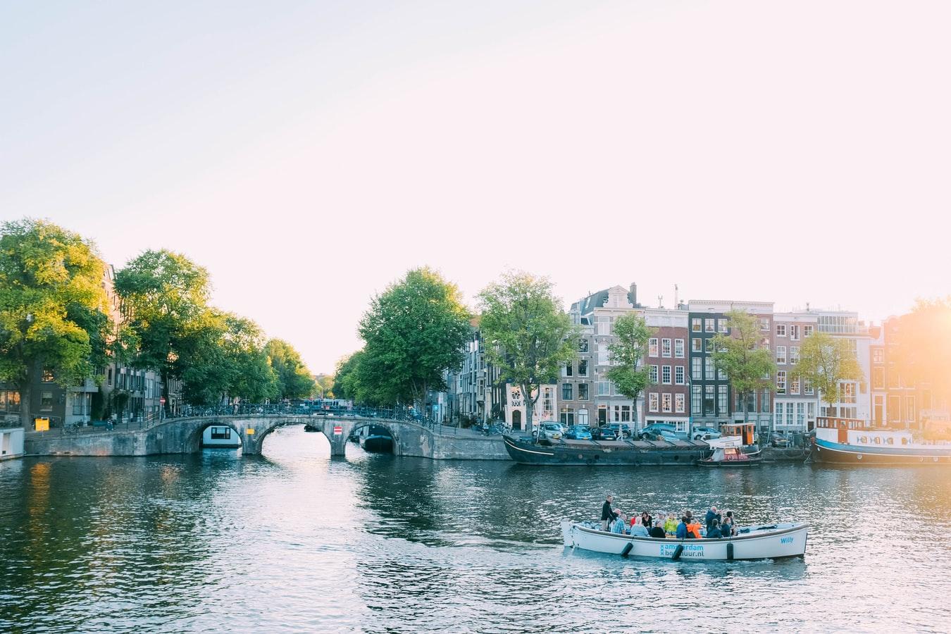 Voyagez en bateau sans permis sur le canal du Midi