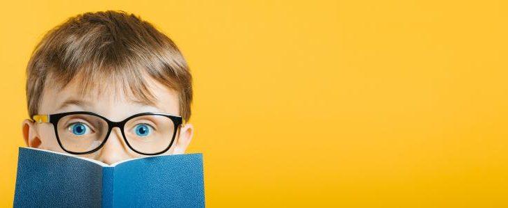 Comment aider votre enfant à passer des lunettes aux lentilles ?